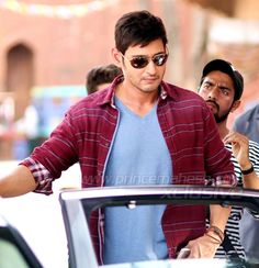 court issues summons to mahesh Mahesh Babu Wallpapers, South Hero, Live Songs, New Movie Posters, Latest Movie Trailers, Actors Images, Telugu Cinema, Telugu Movies, Bollywood Stars