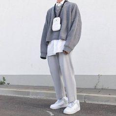 Tudo que há de novo na moda masculina. What's new and hot in Male Fashion. Moda Streetwear, Streetwear Fashion, Aesthetic Fashion, Aesthetic Clothes, Korean Aesthetic, Gray Aesthetic, Mode Outfits, Fashion Outfits, Gray Outfits