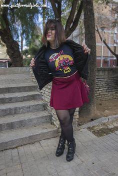 Las camisetas frikis ¿Te atreves con ellas? Y me dirás, ¿con qué me la puedo poner? La respuesta es: ¡con todo! Sino pasa por el post de hoy y te lo demuestro! http://www.justforrealgirls.com/2016/02/como-llevar-camisetas-frikis-sin-perder-el-glamour.html #camisetas #camisetasfrikis #tdsmoda #justforrealgirls #fashionblogger #bloggerlife #bloggerssevilla #ootd #outfitoftoday