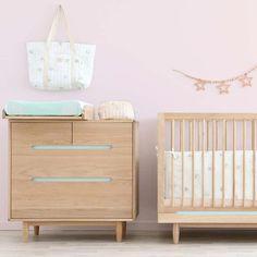 """Gefällt 125 Mal, 4 Kommentare - kinder räume (@kinder_raeume) auf Instagram: """"Es gibt durchaus wunderschöne Alternativen für alle, die den natürlichen Holz - Look mögen. Es…"""" Cribs, Instagram, Bed, Table, Furniture, Home Decor, Kids, Nice Asses, Cots"""