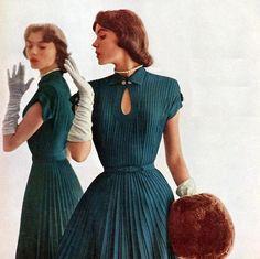 1950 Vintage Vogue - R & K Originals 1951 Fifties Fashion, Retro Fashion, Vintage Fashion, Mode Vintage, Vintage Vogue, Vintage Dresses, Vintage Outfits, 20th Century Fashion, Fashion Boutique
