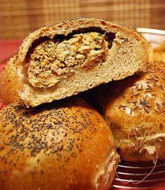 Pan relleno para un picnic Stuffed bread for a picnic Pains farcis pour pique nique