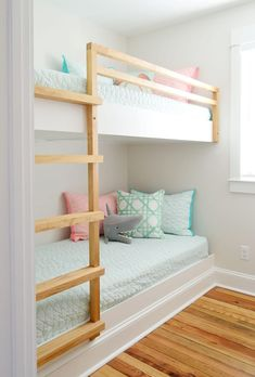 How To Make DIY Built-In Bunk Beds. diy built in wall to wall bunk beds with chihuahua on bottom bunk. See how we made DIY built-in bunk beds, including a ladder and railing, by building simple floating platforms for two twin XL mattresses. Bunk Beds For Girls Room, Bunk Bed Rooms, Bunk Beds Built In, Cool Kids Bedrooms, Bunk Beds With Stairs, Bedroom Loft, Kid Beds, Master Bedroom, Built In Beds For Kids