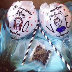 Caja personalizada con copas balón para gintonic personalizadas. Regalo para novios. Regalo personalizado para novios. Regalo de aniverario. SHOP ONLINE: WWW.MOS-TAZA.COM