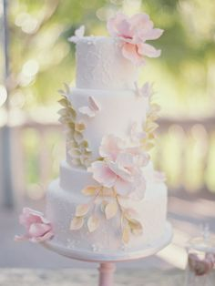 Photography by Joseba Sandoval / Gorgeous Wedding Cake