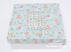 Caixa de MDF com tampa forrada em tecido. www.facebook.com/lanubeatelie