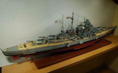 Pancernik Bismarck - skala 1:200, Military Model 1-2/2001, wydawnictwo Andrzej Haliński. Zdjęcia makro detali okrętu do znalezienia na pozostałych stronach w wątku.