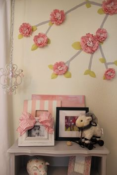 Love the wall treatment but I'm thinking that I have to wait until I have a little girl before I can try this. I'm not so sure that my 3-year-old son would like this on the walls in his room lol...