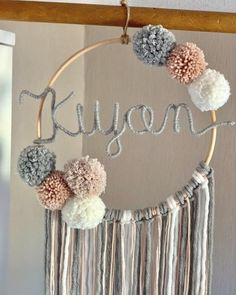 Wall Hanging Crafts, Diy Wall Art, Pom Pom Crafts, Yarn Crafts, Dream Catcher Craft, How To Make A Pom Pom, Floral Hoops, Baby Boys, Diy Gifts