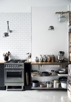 The kitchen is the best space for racks. It is nonetheless apparent that you just affect your little kitchen to look so gorgeous. The Steampunk Kitchen seems principally unique and air. These rooms… Industrial Kitchen Design, Kitchen Interior, Industrial Living, Industrial Lamps, Industrial Stairs, White Industrial, Industrial Restaurant, Industrial Apartment, Industrial Bedroom