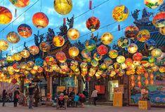 Pu Ji Temple Lunar New Year Painted Lantern Festival in Tainan. Beautiful Roads, Lantern Festival, Old Street, Chinese Lanterns, Angkor, Taipei, Embroidery Art, Great View, New Image