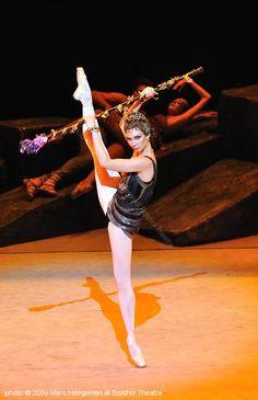 "Maria Alexandrova as Aegina in ""Spartacus"" (Bolshoi Ballet). Bolshoi Ballet, Ballet Dancers, La Bayadere, Svetlana Zakharova, Russian Ballet, Spartacus, Ballet Beautiful, Ballet Costumes, True Beauty"