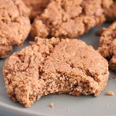 Crunchy and chewy, these almond butter espresso cookies are made with one bowl a.Crunchy and chewy, these almond butter espresso cookies are made with one bowl and only six ingredients. Plus, they're flourless, vegan and gluten-free! Healthy Dessert Recipes, Gourmet Recipes, Cookie Recipes, Keto Snacks, Free Recipes, Comida Keto, Almond Butter, Coffee Cake, Food Print