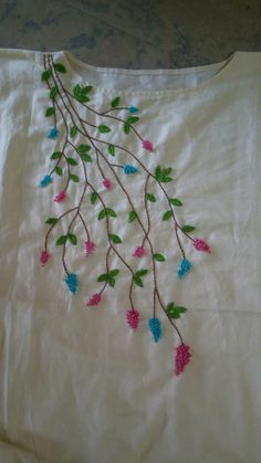 Embroidery On Kurtis, Kurti Embroidery Design, Embroidery Neck Designs, Hand Embroidery Videos, Embroidery Stitches Tutorial, Embroidery Flowers Pattern, Hand Work Embroidery, Creative Embroidery, Simple Embroidery