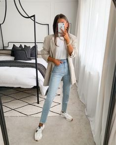Summer Outfits For Moms, Casual Outfits For Moms, Simple Outfits, Chic Outfits, Trendy Outfits, Fall Outfits, Fashion Outfits, Mom Outfits, Light Jeans Outfit