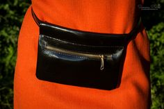 Posh Mistress with Zipper - The ideal fashion bumbag for festivals and traveling. Handmade from genuine leather. Mistress, Festivals, Traveling, Zipper, Leather, How To Wear, Handmade, Bags, Accessories