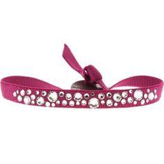 Bracelet Les Interchangeables de la ligne Constellation. Audrey Bot a créé un bracelets de couleur fushia avec des cristaux de tailles différentes.