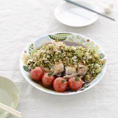 【料理家さんの定番レシピ】薬味とハーブの夏おかず、かんたん油淋鶏(ユーリンチー)