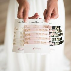 These elastic wristbands are a nice touch for your girls. For example, you could give them a little thank you at the hen party. Or are you the best man / JGA organizer? Team Bride, Wedding Themes, Wedding Styles, Perfect Wedding, Dream Wedding, Wedding Dress, Bachlorette Party, Bude, Your Girl