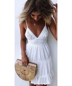 Hľadáte trendy šaty? Na GLAMI môžete doplniť svoj outfit týmito kúskami. A už vám neuniknú žiadne zľavy ani výpredaje.