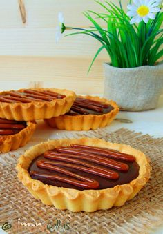 Tarte rapide cu ciocolata si caramel - un desert classy - simonacallas Romanian Desserts, Romanian Food, Sweets Recipes, Something Sweet, No Bake Cake, Cake Cookies, Sweet Treats, Deserts, Food And Drink