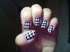 Mis uñas, mi pasatiempo... como gata panza arriba: PATA DE GALLO