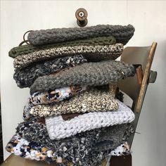 Pochettes en coton recyclé. Modèle unique et ecolo .Idée tricot et tricot .Cluth