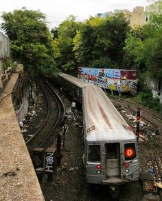 """D""own to the tunnel #nycsubway #subway #nyc #newyork #newyorkcity #MTA @colorofnyc @newyork_true #icapture_nyc #what_i_saw_in_nyc #topnewyorkphoto #newyork_ig #instagramnyc #nycprimeshot #Made_in_NY #ig_nycity #topnewyorkphoto #wildnewyork #newyork_instagram #train #railway #railways_of_our_world #daily_crossing #train_nerds #pocket_rail #trb_express #kings_transports #tv_transport #trainstagram #trains_worldwide #brooklyn #dtrain #tunnel"