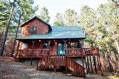 The Wildwood Cabin, minutes from Broken Bow Lake and Beavers Bend State Park in Oklahoma.