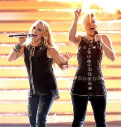 Janelle Arthur and Kimberly Perry at Idol Finale