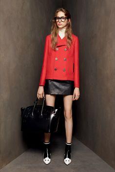 Guarda la sfilata di moda Bally a Milano e scopri la collezione di abiti e…
