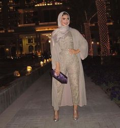 We've got over 20 hijab evening jumpsuit ideas so you can perfectly style them for your next evening event. Modest Fashion Hijab, Modern Hijab Fashion, Islamic Fashion, Muslim Fashion, Women's Fashion Dresses, Fashion Jumpsuits, Hijab Look, Hijab Style, Hijab Chic