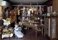 """Las Dollhouses o casa de muñecas eran uno de los juguetes más divertidos para las niñas de la época victoriana, pero también figuraban entre los más caros. Algunos padres de clase alta mandaban construir casa de muñecas para sus hijas que eran """"gemelas"""" de sus propias casas. Las casa estaban llenas de muebles y objetos decorativos en miniatura"""