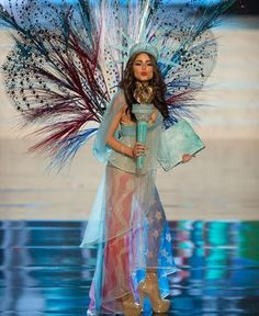 I mean really...how awesome is Olivia Culpo's National Costume in the Miss Universe 2012 competition. Now wonder she won. #hellyesamerica