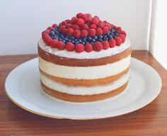 Голый ягодный торт