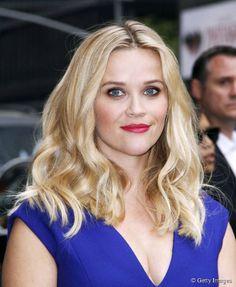 """Invit�e sur le plateau de l'�mission """"The Late Show With David Letterman"""" le 5 mai 2015, Reese Witherspoon a arbor� un joli regard prune et iris�e."""