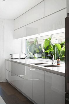 3 Creative and Modern Tricks Can Change Your Life: Minimalist Home Scandinavian Decor minimalist kitchen supplies laundry rooms.Minimalist Kitchen Supplies Laundry Rooms minimalist home scandinavian decor. White Kitchen Cabinets, Kitchen Cabinet Design, Kitchen Interior, New Kitchen, Kitchen Decor, Kitchen White, Glass Cabinets, Kitchen Backsplash, Kitchen Ideas