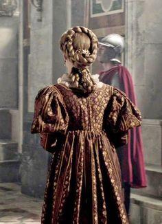 "Lucrezia Borgia (Holliday Grainger) from ""The Borgias"" Mode Renaissance, Renaissance Costume, Renaissance Clothing, Renaissance Fashion, Italian Renaissance, Renaissance Hairstyles, Historical Hairstyles, The Borgias, Sean Harris"