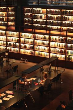 photo library Da mchte ich auch studieren // I'd like to study there too Beautiful Library, Dream Library, College Aesthetic, Book Cafe, Study Space, Study Desk, Study Hard, Book Aesthetic, Library Design