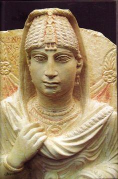 """Et si Zénobie ressemblait à une de ces dames? Zénobie la """"reine"""" de Palmyre qui s'opposa à l'empire romain! Une drôle de bonne femme qui , à la mort de son époux, poussa ses troupes jusqu'au Bosphore et occupa une grande partie de l'actuelle Egypte. Elle... Palmyra Syria, Art Romain, Empire Romain, Roman Art, Fantasy Books, Sculptures, Women's Fashion, Statue, Antiques"""