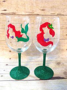 Disney princess inspired Ariel glitter wine glass and tumbler, the little mermaid, wine glass Disney Diy, Disney Crafts, Glitter Wine Glasses, Painted Wine Glasses, Diy Disney Wine Glasses, Glitter Cups, Birthday Wine Glasses, Disney Stained Glass, Mermaid Glass