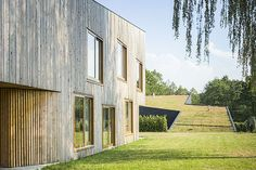 Image 3 of 23 from gallery of Houses In Rybnik / Jojko+Nawrocki Architekci. Photograph by Juliusz Sokołowski Residential Architecture, Architecture Design, Green Architecture, Green Roof Benefits, Houses In Poland, Hobbit, Wooden Facade, Living Roofs, Small Buildings