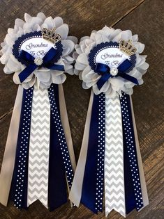 1 Little prince baby shower grandma to be pin - little prince corsage-royal prince baby shower-navy blue and gray baby shower Grandma to be bow Can be different color. Approximately 8 long Crown is made of metal and fabric fl Fotos Baby Shower, Grey Baby Shower, Baby Shower Brunch, Baby Shower Cupcakes, Baby Shower Cards, Baby Shower Gifts, Baby Showers, Baby Shower Backdrop, Baby Shower Balloons