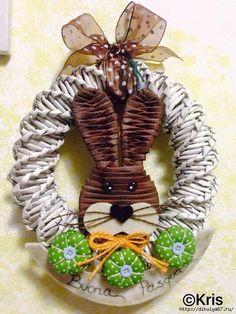Newspaper Basket, Newspaper Crafts, Paper Weaving, Weaving Art, Recycled Paper Crafts, Diy And Crafts, Sun Paper, Basket Weaving Patterns, Willow Weaving