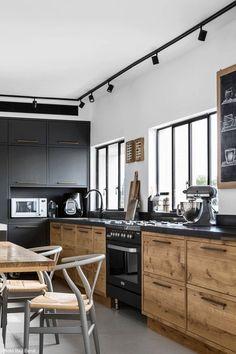 Apartment, Ramat Hasharon – Designed by Roni Bartal. Apartment, Ramat Hasharon – Designed by Roni Bartal. Apartment Kitchen, Apartment Interior, Home Decor Kitchen, New Kitchen, Kitchen Ideas, Medium Kitchen, Dirty Kitchen, Loft Kitchen, Family Kitchen