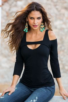 So Sexy™ cold shoulder keyhole top Boston Proper Classy Outfits, Cute Outfits, Fashion And Beauty Tips, Moda Fitness, Black Women Fashion, Blouse Styles, Lace Tops, Look Cool, Clothing Patterns
