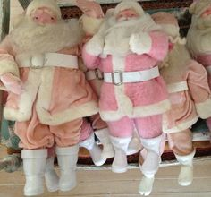 loook it's pink Santa's!  and it looks like they are flying!   heavenly Santas!   and no, I am not drunk lol/pink santas