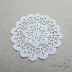 Dollhouse round doily 1.4 inches 1:12 crochet miniature