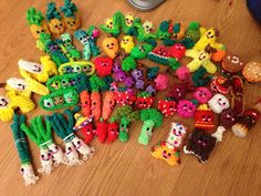 My Happy Food made from tutorials buy 'feelinspiffy' Rainbow Loom Tutorials, Rainbow Loom Patterns, Rainbow Loom Creations, Rainbow Loom Bands, Rainbow Loom Charms, Rainbow Loom Bracelets, Rubber Band Crafts, Rubber Bands, Rainbow Loom Animals