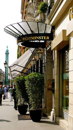 Westminster Hôtel, Rue de la Paix, Paris II where i stayed my very first visit to paris all those years ago.  a beautiful hotel.